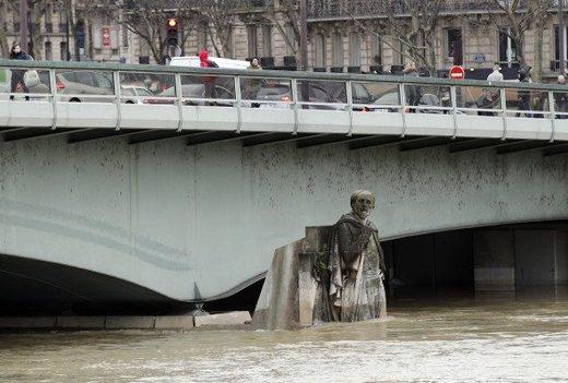 Seine flooding Paris january 2018