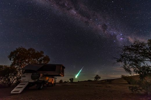 South Australia Fireball Meteor 01APR2015