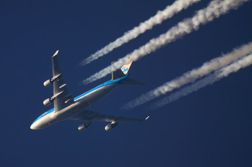 Condensation trails contrails Boeing 747