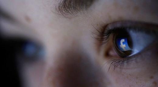 Facebook child eyes, facebook symbolbild