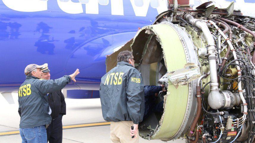 Flugzeugdrama In 10000 Metern Höhe Triebwerk Explodiert Und Eine