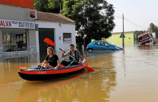 Bootsfahrer Hochwasser Spanien