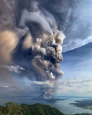 taal volcano philippines eruption